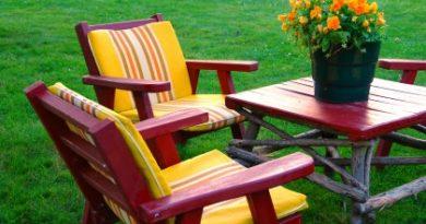 Мы возобновляем деревянные мебель на улице