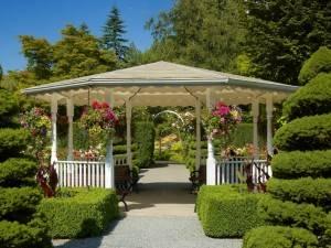 Устройте сад так, чтобы они украшали его, не только растения. Посмотреть, что еще может его украсить