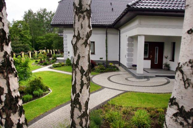 Круглая дорожка в саду
