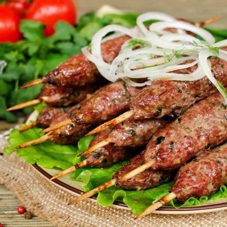 Как приготовить люля-кебаб на мангале в домашних условиях?